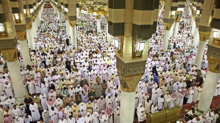 السعودية: تخفيض صلاة التراويح بالحرم المكي الي 5 ركعات بسبب كورونا