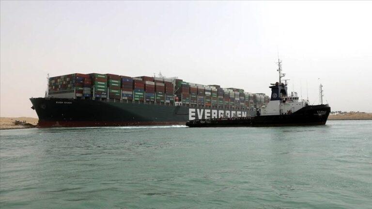 مصر: السفينة «إيفر جيفن» ستبقى بمنطقة البحيرات حتى دفع التعويضات