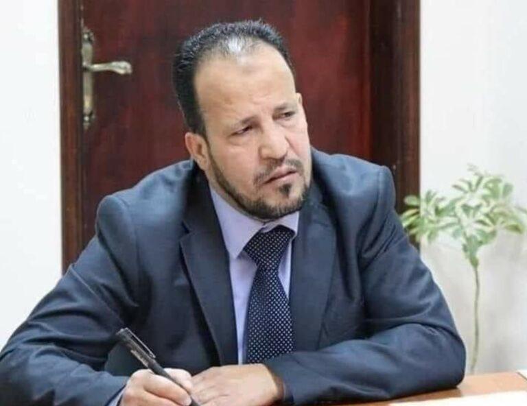 وزير الصحة بحكومة الوحدة الوطنية علي الزناتي يعطي تعليماته بالشروع في صرف مكافآت العناصر الطبية والطبية المساعدة والإدارية والتسييرية في مراكز العزل في مختلف أنحاء ليبيا.